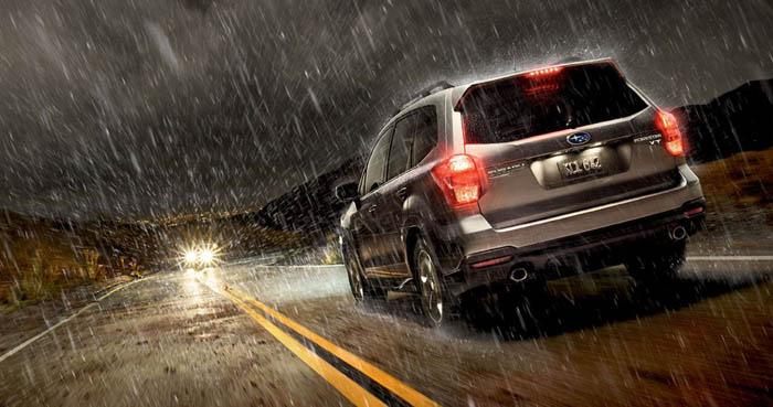 Conducir de forma segura bajo lluvia